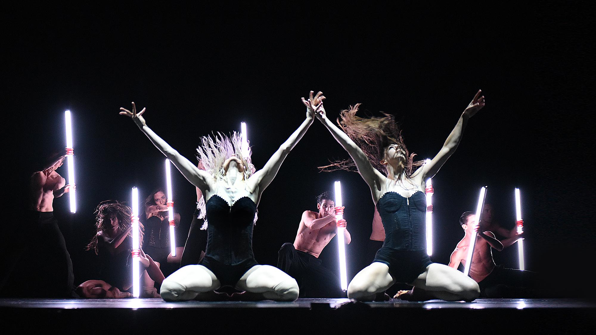 Electric Life - Gauthier Dance // Dance Company Theaterhaus Stuttgart / Eric Gauthier + Andonis Foniadakis