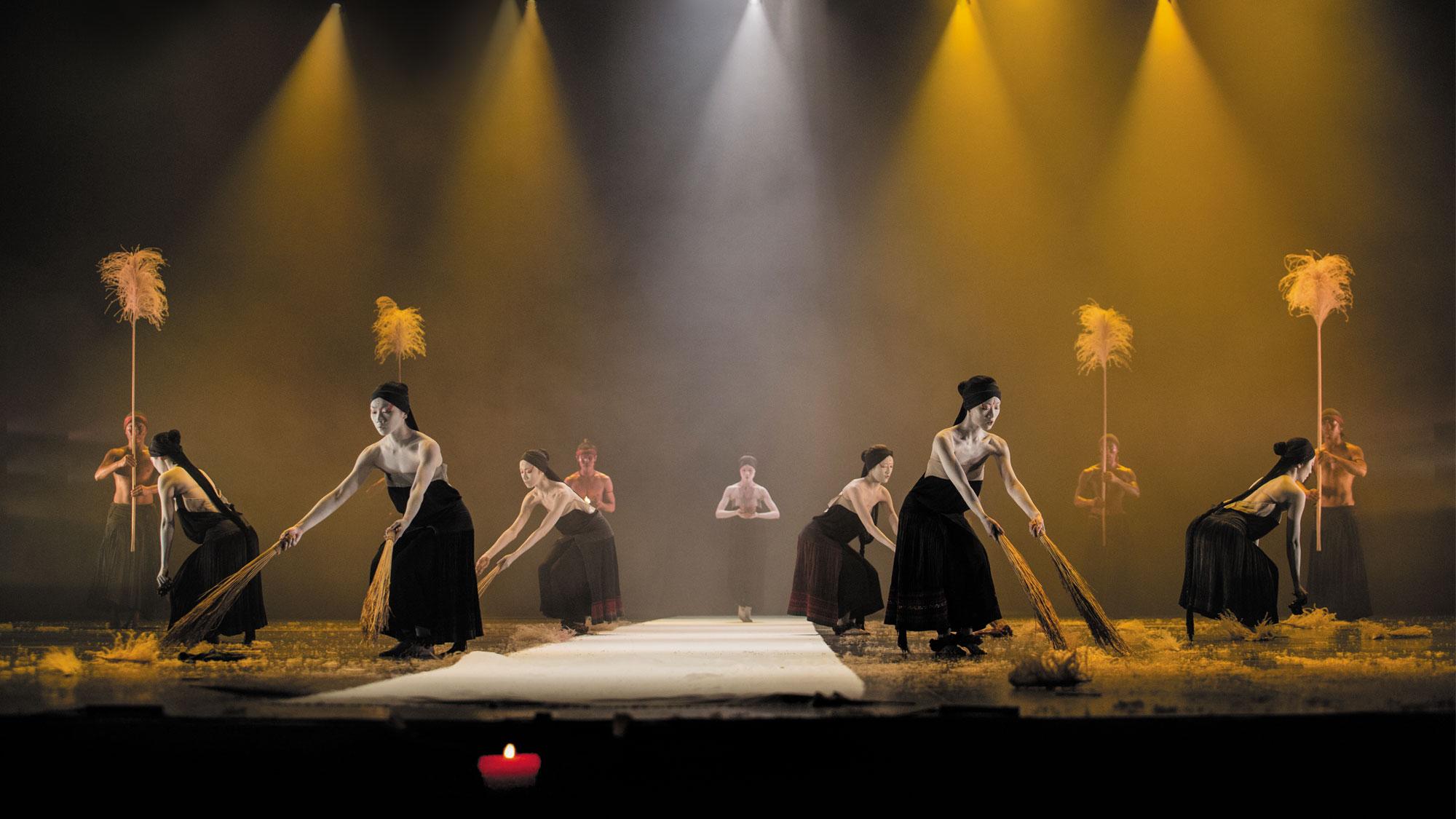 Legend Lin Dance Theatre - Danse Danse