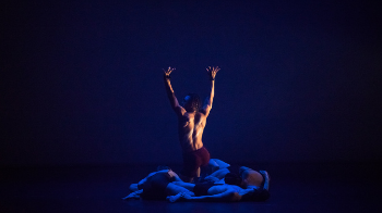 © Joanna Stoga/NFM Compagnie Red Sky Performance.