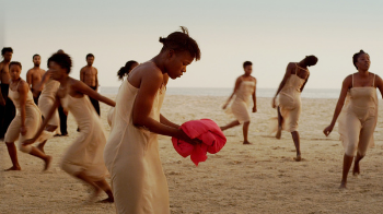 Dancing at Dusk A Moment with Pina Bausch's The Rite of Spring, Ecole des Sables © Polyphem Filmproduktion