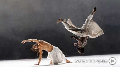 Photo Compagnie Hervé Koubi © Nathalie Sternalski. Dancers El Houssaini Zahid, Issa Sanou.