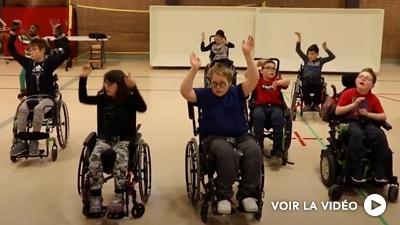 Sylvain Émard danse à l'école